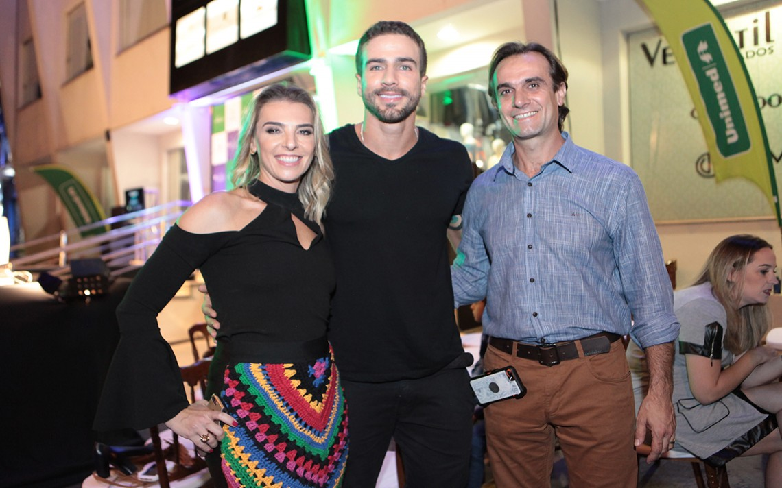 José e Fátima Pinho Maia recebem Erasmo Viana no Lake Center Fashion Day